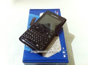 Strawberry S8 Qwerty Mirip Nokia Asha 210